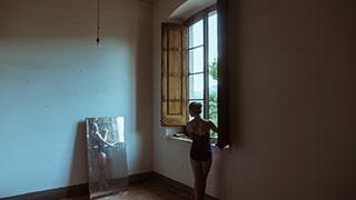 jose-mercado-sony-alpha-99-ballerina-practices-by-a-window-studying-her-reflection-in-a-mirror