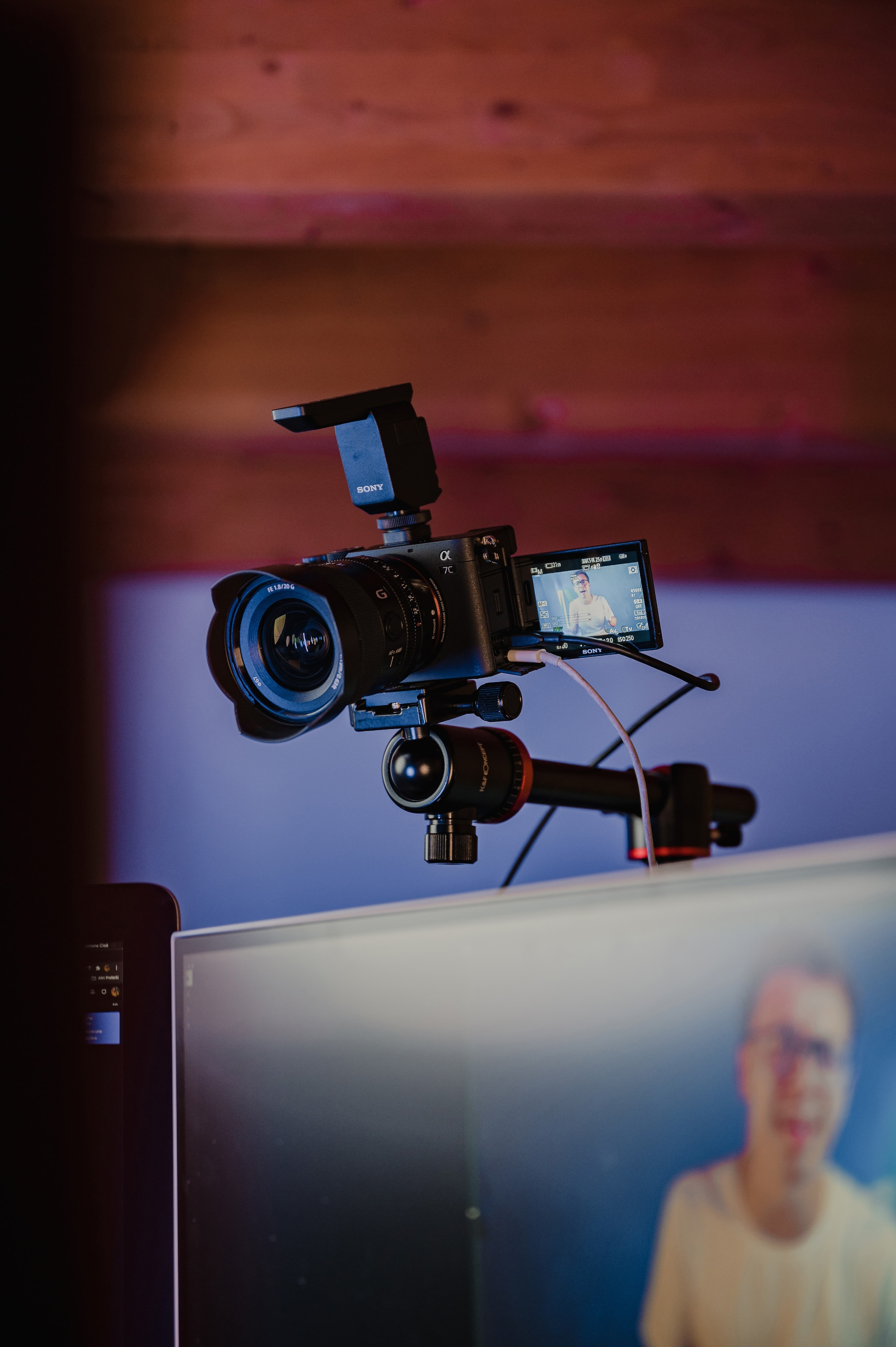 simone-cioe-sony-alpha-7c-mounted-above-a-monitor-with-microphone-attached