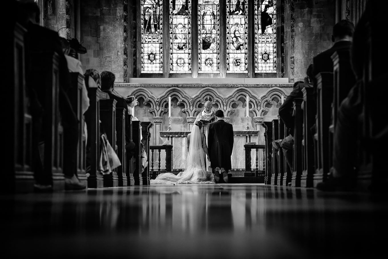kate-hopewell-smith-sony-alpha-9-wedding-couple-kneeling-before-altar-during-ceremony